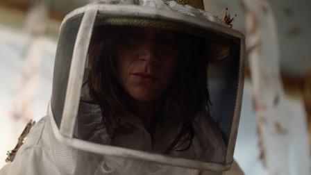 10分钟看完恐怖片《血色蝗灾》,女子用人血喂养蝗虫,终惹下大祸