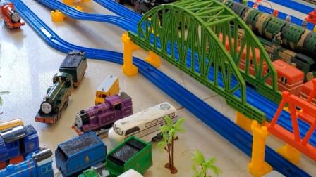 儿童趣味益智 托马斯小火车轨道玩具车