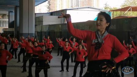 """青岛红色娘子军舞蹈团跳""""浪子心""""广场舞,又是一年秋!"""