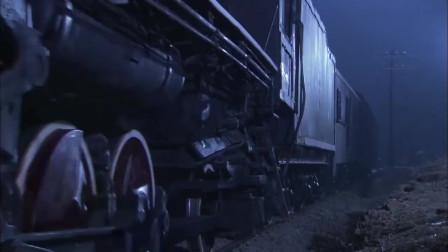 飞虎队:刘洪利用优势上火车,趁小鬼子不注意,直接在身上放火!