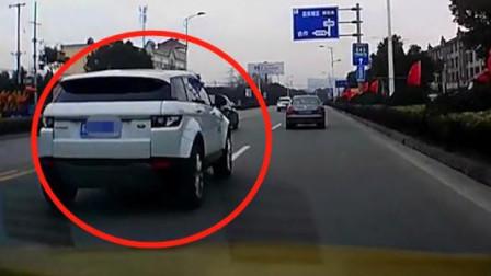 行车记录仪:让速不让道,就算是路虎也一样!