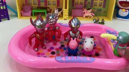 小朋友们都想和奥特曼哥哥一起洗澡