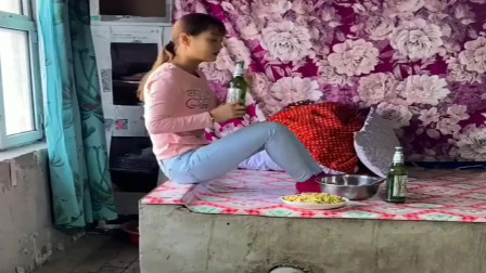 有故事的女人,除了吃就是喝,看着让人心酸!