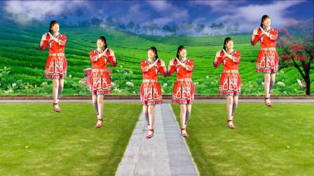 网红广场舞《桃花树下唱情歌》舞步新颖,柔情好看,百听不厌