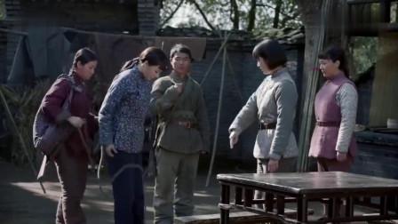 姑娘被当成女特务抓了,哪料一报身份,队长立马松绑