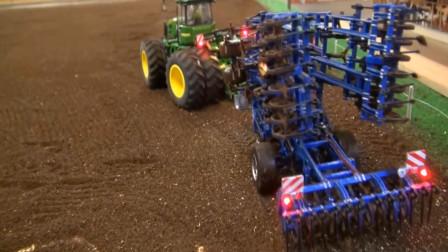 农用拖拉机在农场模拟耕种庄稼 创意玩具车