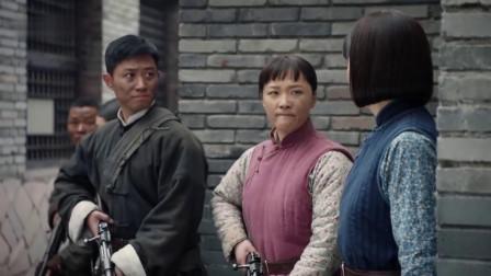 女队长被包围,战士反手夺枪指向国军旅长,国军彻底慌了