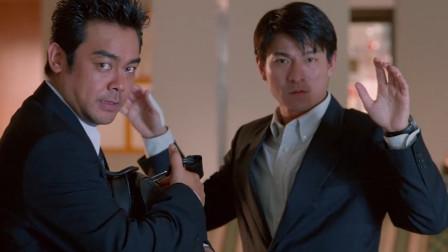 华仔跟刘青云逢场作戏,成功忽悠到李子雄,让他分不清宝石的真假