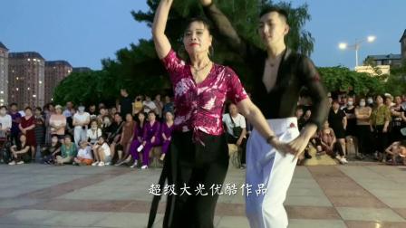果果和王淑银老师这水兵舞跳得真漂亮,不愧是水兵舞老师!