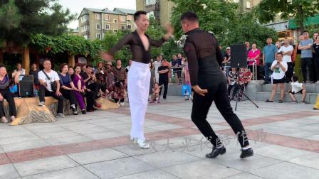 果果和李航老师在本溪即兴表演,好美!