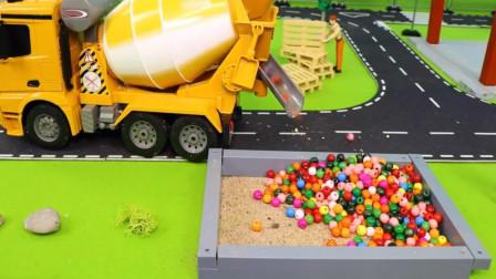 趣味益智玩具 工程车搅拌车与救护车模拟作业