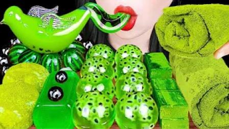 抹茶味的毛巾卷、生巧、果冻,养眼的绿色,好吃到停不下来