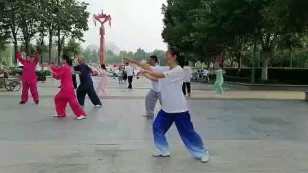 一年半的疫情,大家健身的积极性更加高涨,感谢拳友录下杨氏85视频,共分五段上传和拳友们共同学习。