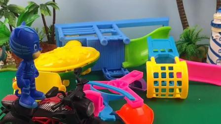 趣味童年:乔治把游乐场都整理好了