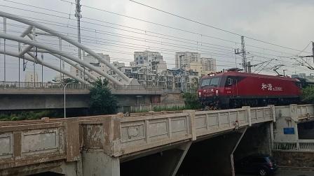 又见口罩3D!HXD3D0082牵引T252次天津北站四道通去南仓站方向。
