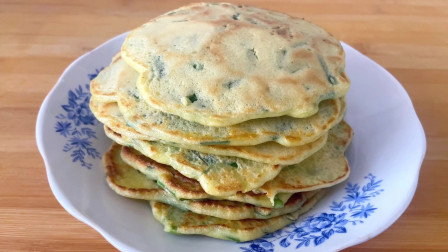 韭菜鸡蛋饼懒人做法,搅一搅烙一烙,柔软劲道好吃又营养
