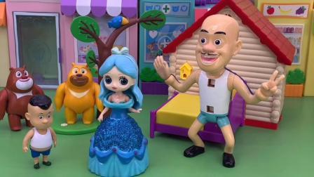 少儿玩具:光头强的衣服真搞笑