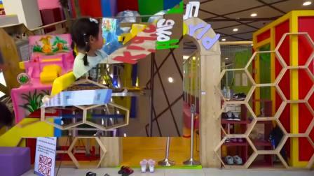 韩国宝蓝和爸爸一起玩耍探险乐园