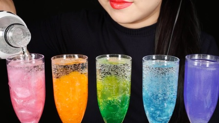 色彩缤纷的饮品,感觉超好看,清新又爽口