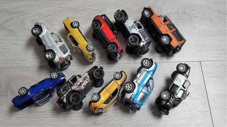展示彩色越野车和SUV汽车玩具
