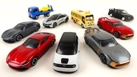 可爱的巴士汽车和小跑车玩具拆盒