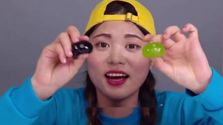 食物挑战:小姐姐吃糖果寿司,辣白菜加糖果的味道如何?