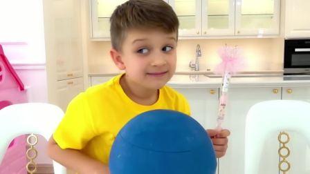 小女孩发现了一个黑色的圆球,里面会是什么