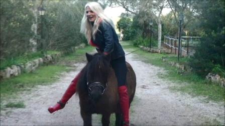 灭绝师太骟骑小矮马
