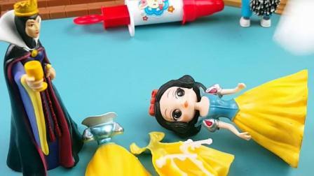 趣味童年:小狗把王后的裙子弄坏了