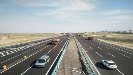 耗资370亿,世界最长的沙漠高速,中国建成了,比美国强太多