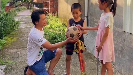 自制足球,童年就该有一个不一样的足球!