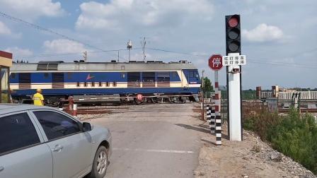 【2021.07.25】DF8B5765牵引货列通过六十三道口