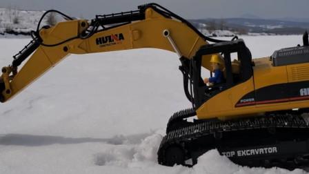 儿童户外玩具 消防员山姆开挖掘机在雪地挖雪