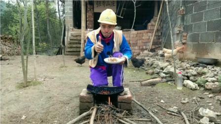 光头强不用砍树啦,自己烤了花样黄瓜串串,好吃到爆