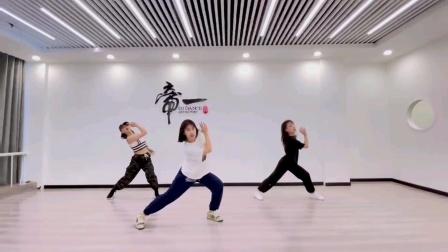 零基础学跳舞推荐青岛帝一舞蹈室