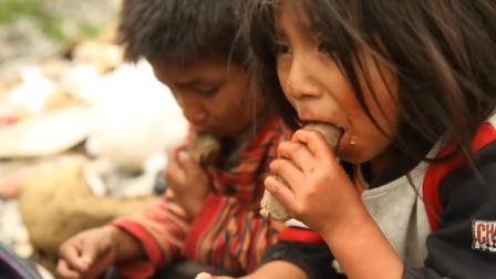纪录片:母亲带着三个孩子3天没吃饭,垃圾堆一袋玉米饼救了他们
