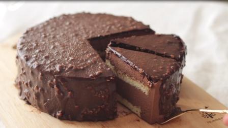 用巧克力和杏仁来做一个巧克力杏仁慕斯蛋糕教程