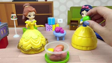贝尔不听白雪公主的话,吃了很多糖果后牙齿好痛