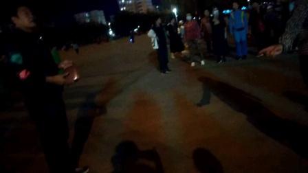 海林休闲广场跳新疆舞夜间自拍(彩排演出)