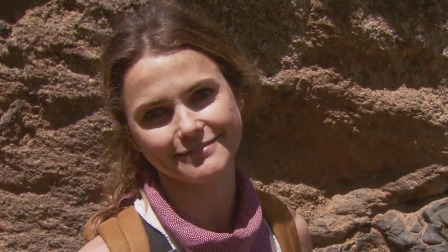 徒步穿越火山峡谷,这对凯丽·拉塞尔来说太难了 荒野求生全明星 第四季 20210913