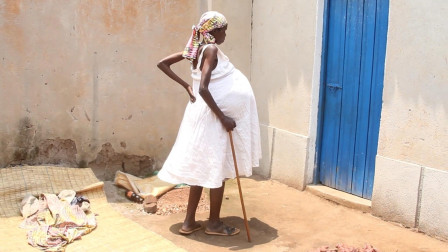 纪录片:非洲女子以为自己怀孕了,五年时间肚子变得跟脸盆一样大