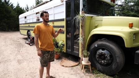 纪录片:美国夫妻不愿当房奴,花2千美元买辆废弃大巴改装成房子
