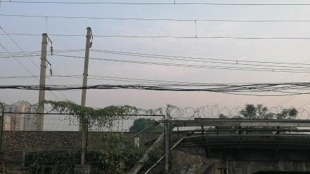 HXD1D0514-K739次上海南-昆明接近新余市新欣南大道经典小绿皮25G昆局昆段
