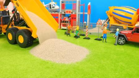 展示汽车工程车模拟工作,翻斗车拉沙子与叉车搬运货物? 创意玩具。