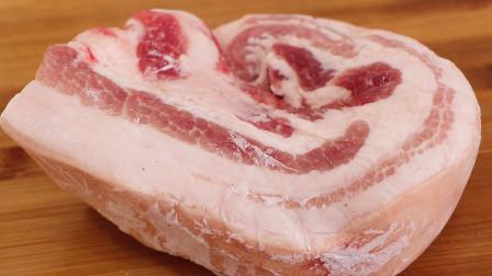 解冻猪肉时,最忌直接用水泡,饭店大厨教我一招,10分钟快速解冻