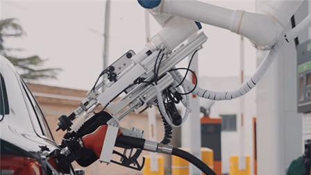 国内首款!南宁加油站用机器人加油,看来加油工人都快失业了