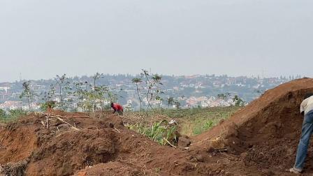 非洲卢旺达,首都郊区买地,地价便宜