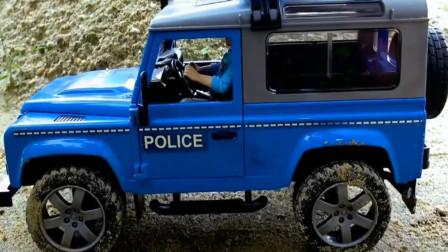 警车与拖拉机相撞散架了,该如何是好?