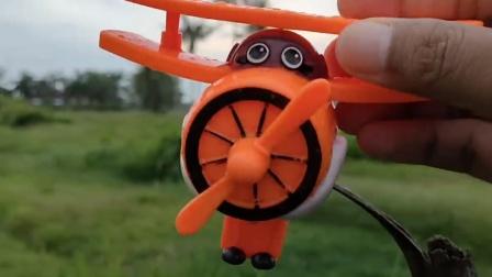 奥特曼、假面骑士跟超级飞侠玩具捉迷藏游戏,还发现新款汽车玩具