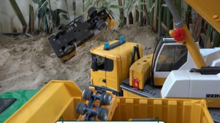 趣味益智玩具,用吊车吊起被埋的搅拌车与翻斗车?